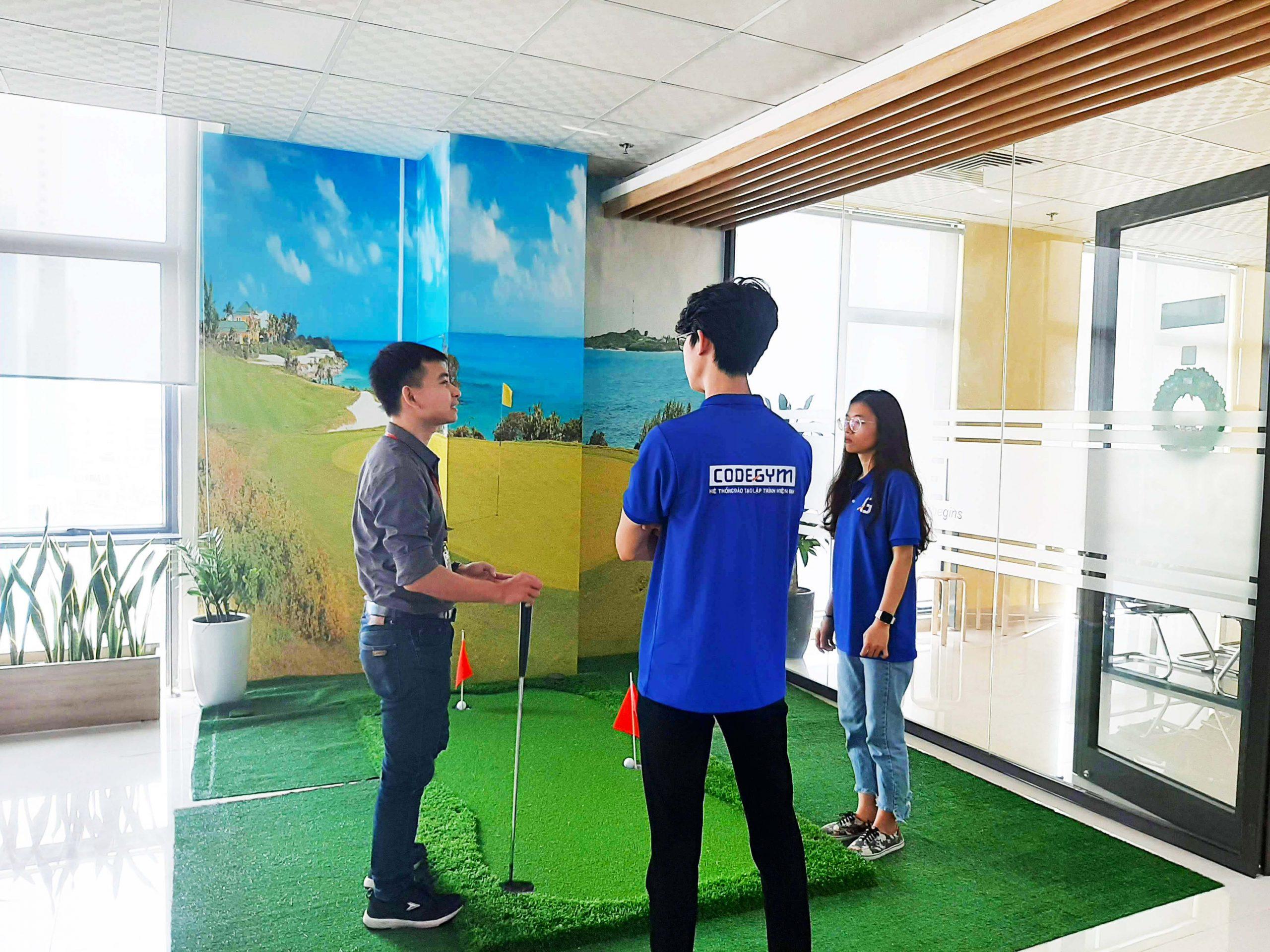 học viên tham quan doanh nghiệp lập trình